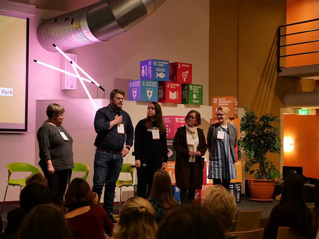This year's jury on stage. From left: Ingrid Peterson (Director General Formas, chairman Swedish Delegation 2030 Agenda), Hans Ramel (Chairman of LRF Skåne), Julia Marcopoulos (Research and analysis manager AGFO), Annsofie Wahlström (Program director for SLU Future Food) and Charlotte Lorentz Hjorth (CEO Krinova Incubator & Science Park).